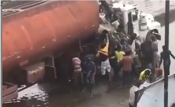 Video: Nigerians spotted scooping fuel from a tanker that spilled its content in Lagos